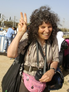 Maxine with demonstrators at el-Arakib, April 2012